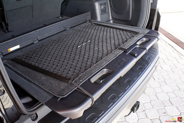 Sliding rear deck for tailgate parties