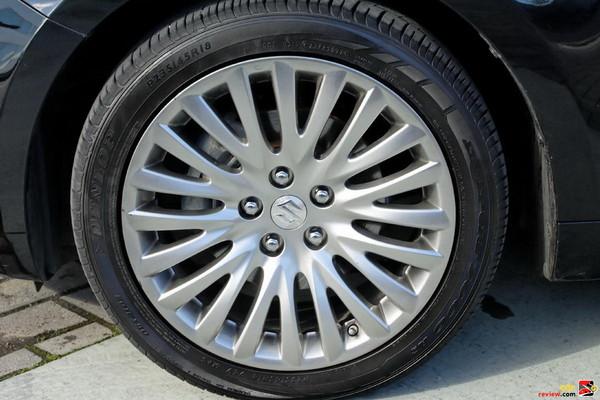 18-inch aluminum-alloy wheels