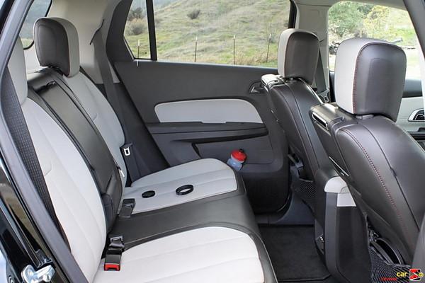 Rear bench seats,  split/folding