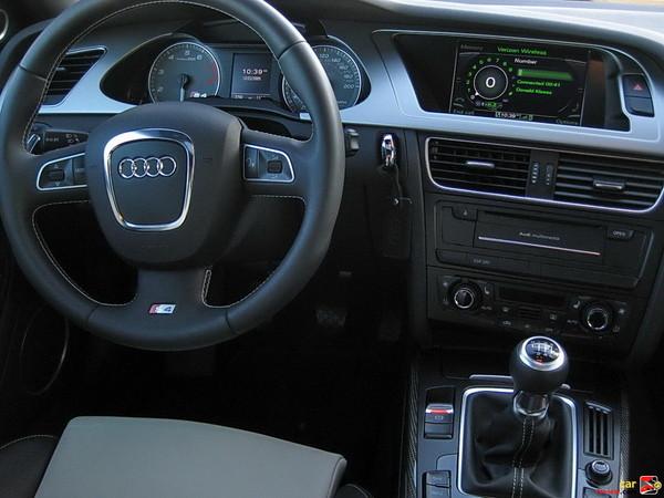 2010 Audi S4 driver's seat