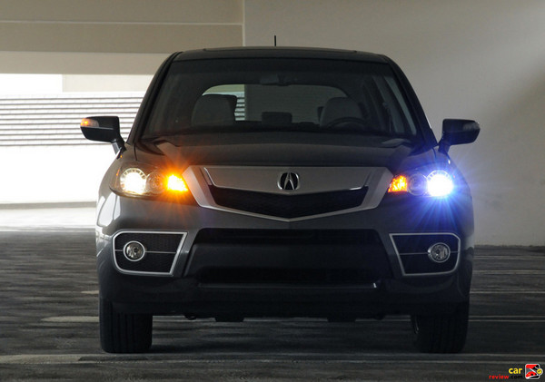 Auto on/off front headlights with integrated Daytime Running Lights (DRL)