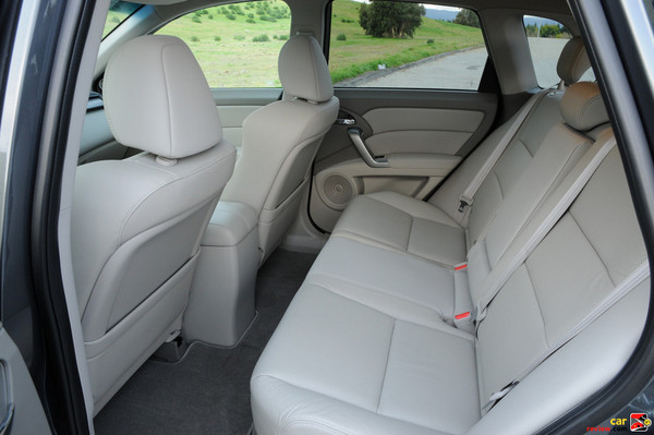 3-passenger 60/40 split folding rear seats