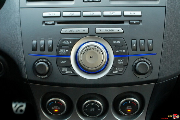 Dual-zone automatic climate controls