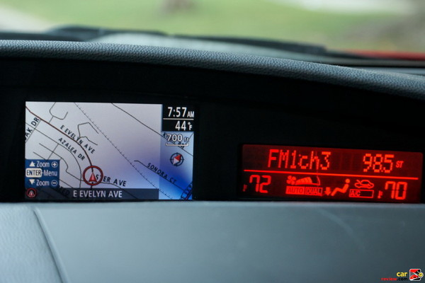 Compact navigation w/full color display