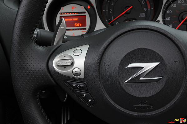 Large paddle-shifters and buttons for Nav info display