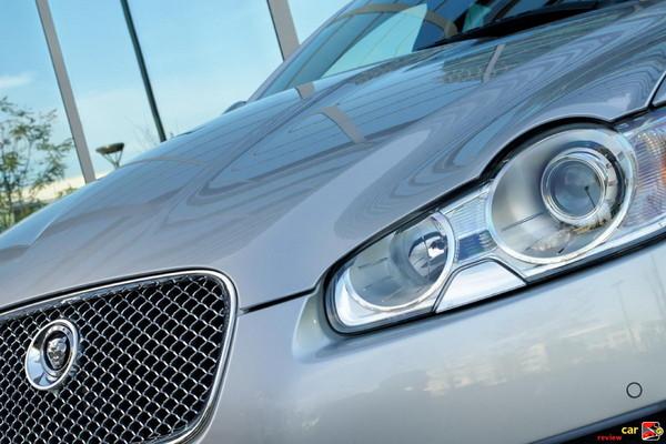 Signature Jaguar front grille