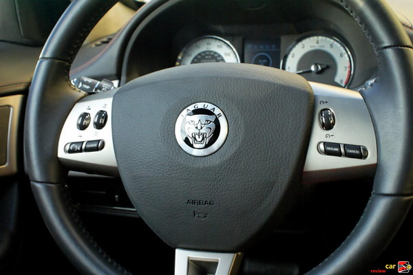 Leather-wrapped steering wheel with Jaguar voice, cruise and audio controls