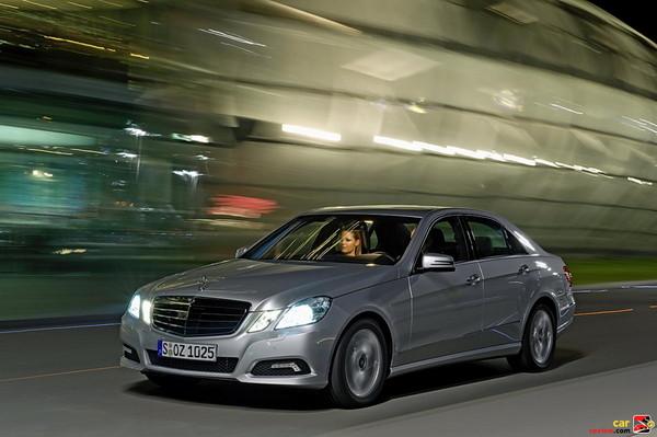 Mercedes-Benz hallmark twin headlamps