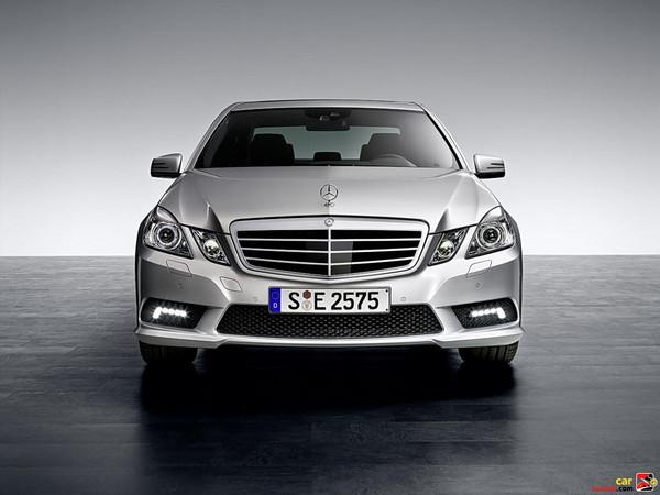 Mercedes-Benz signature arrow shaped hood