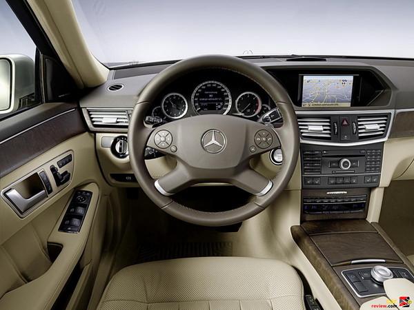 Mercedes-Benz E350 cockpit