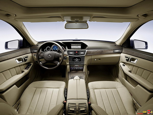Mercedes-Benz E350 front cabin
