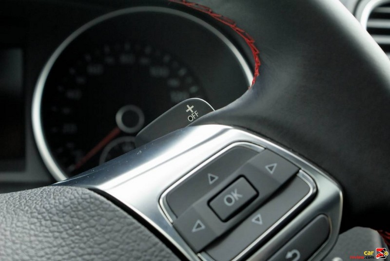 Paddle shifters on both sides of steering wheel