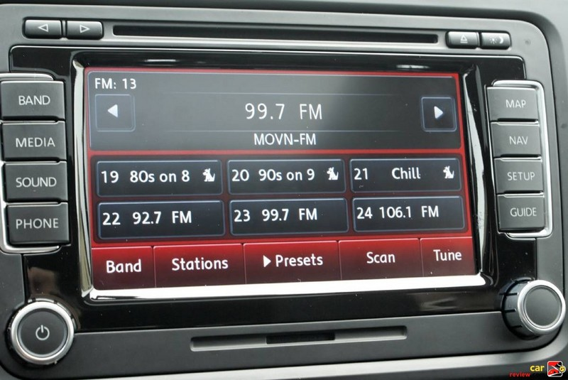 Touchscreen AM/FM radio with in-dash CD Changer player
