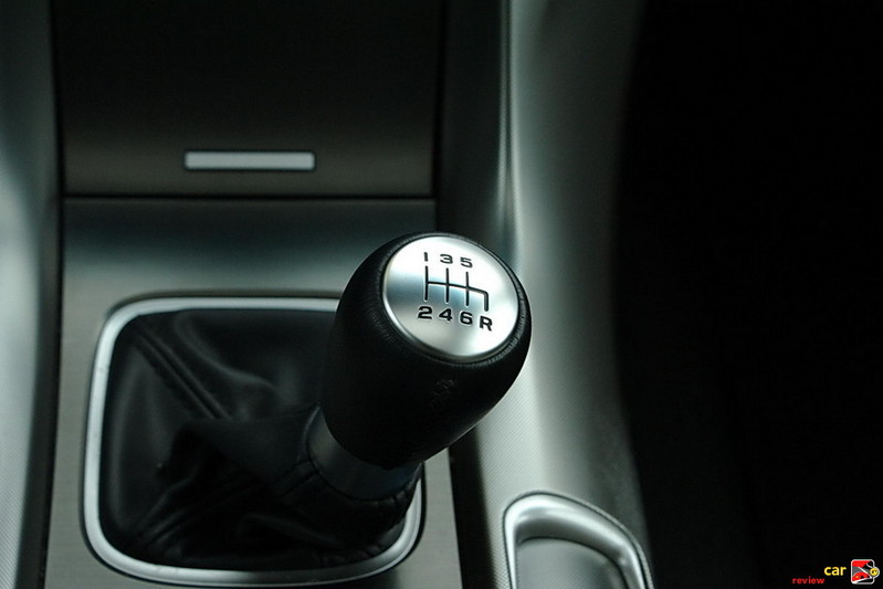 Smooth-shifting 6-speed manual transmission