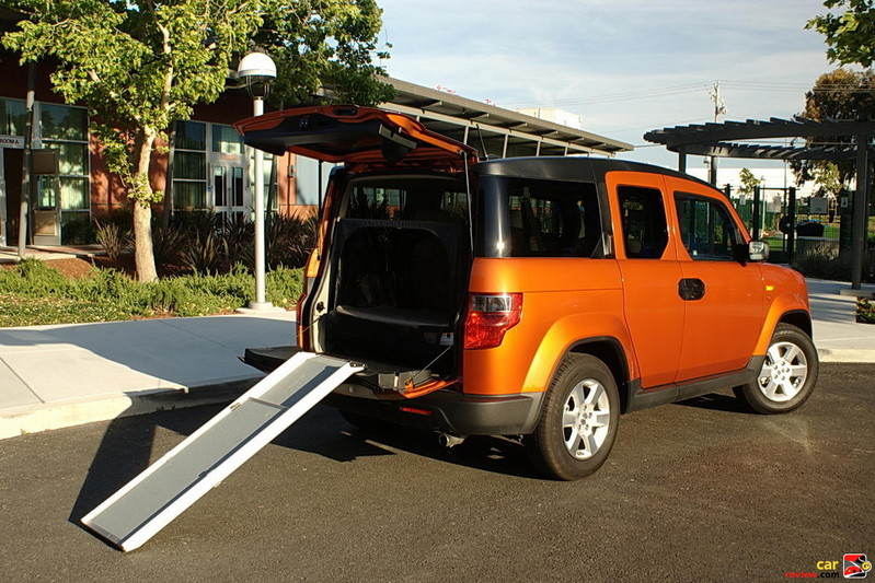 2010 Honda Element with pet ramp