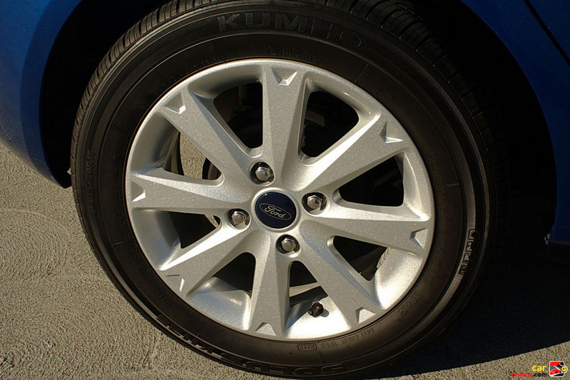 Kumho Solus tires mounted on 15 inch wheels