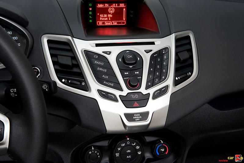2011 Ford Fiesta center console