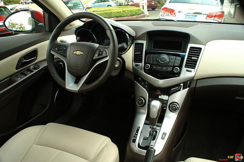 Chevrolet Cruze LTZ interior