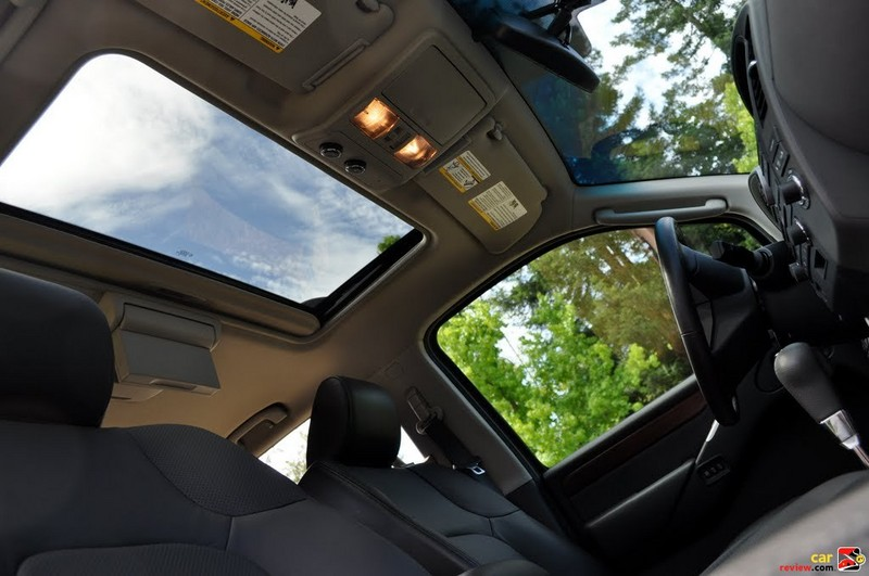 Nissan Pathfinder Moonroof