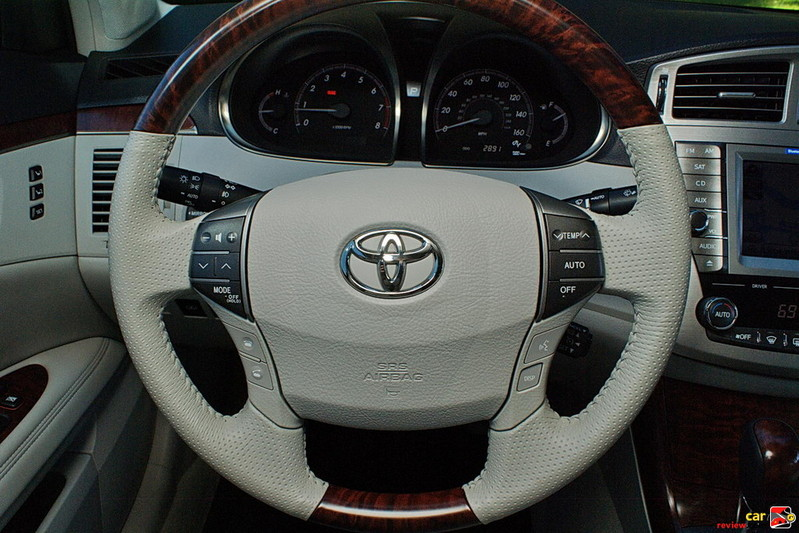 Manually adjustable tilt/telescopic steering wheel
