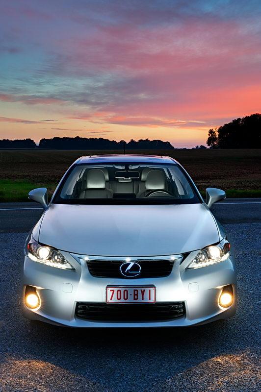 2011_Lexus_CT_200h_012
