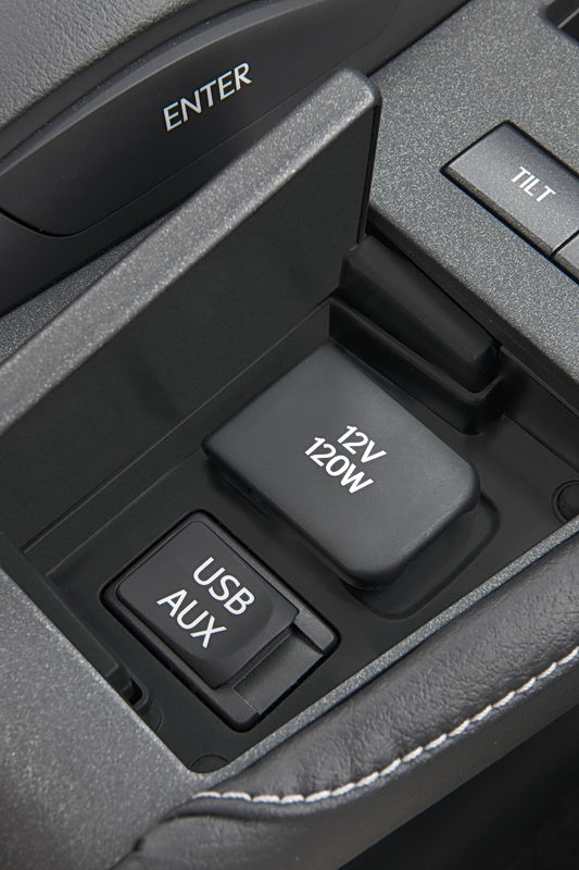 2011_Lexus_CT_200h_041