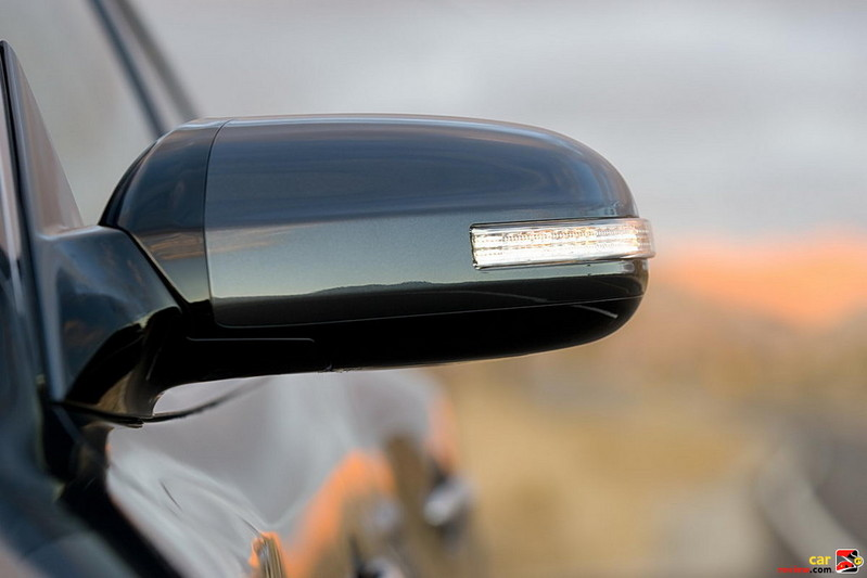 Dual power outside mirrors with LED turn signal indicators