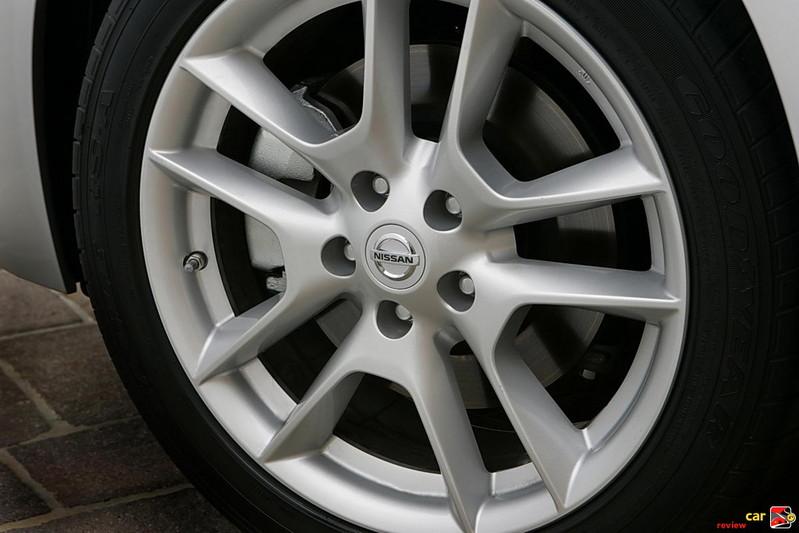 "18"" x 8.0"" aluminum-alloy wheels"