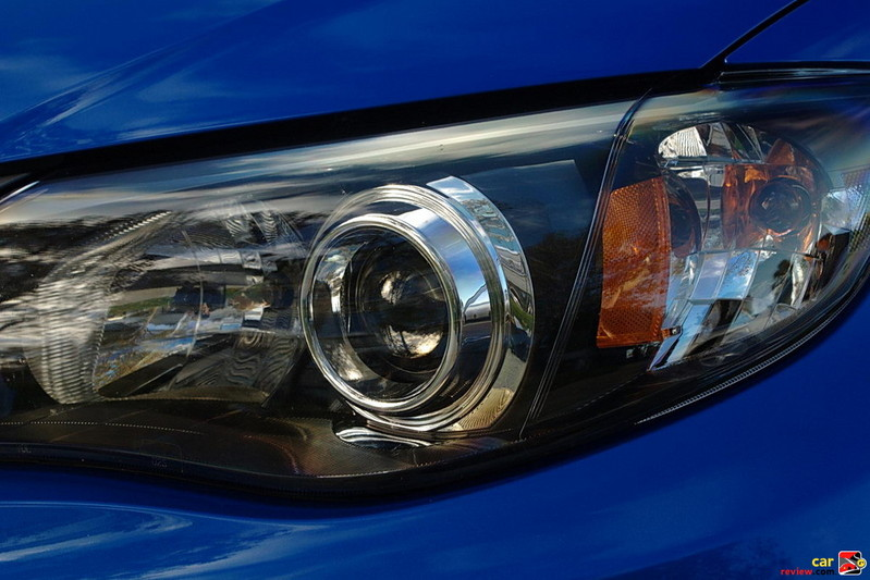 Projector low-beam and multireflector high-beam halogen headlights