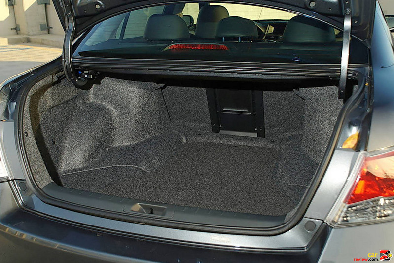 Fold-Down Rear-Seat Center Armrest/Trunk Pass-Through