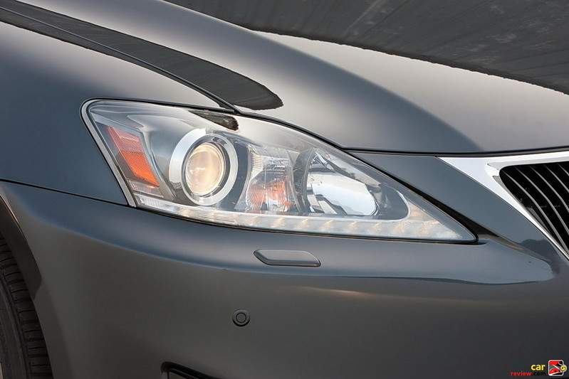 Bi-Xenon HID headlamps w/LED DRLs