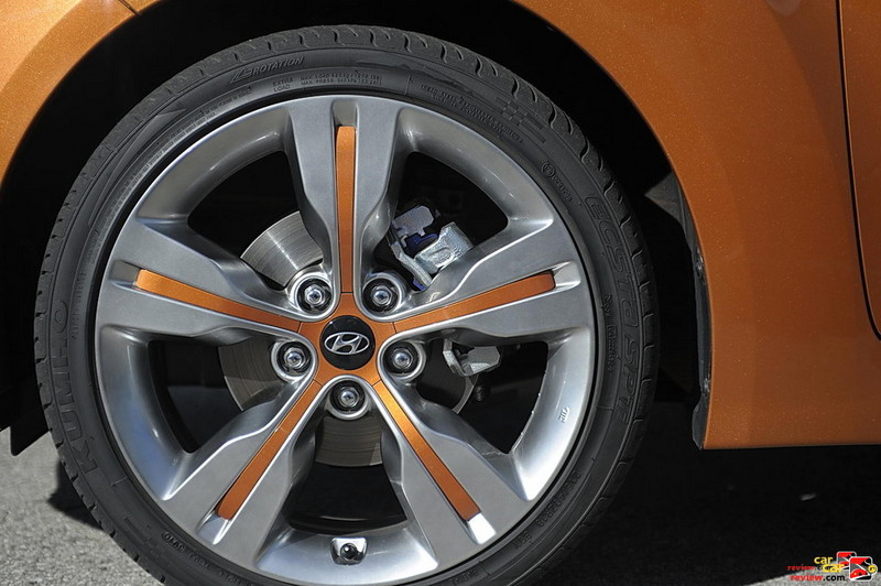 18 inch aluminum alloy wheels w/painted inserts