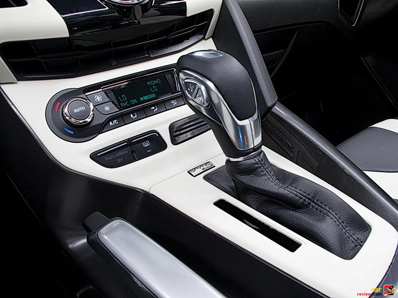 6-speed PowerShift automatic transmission with SelectShift functionality