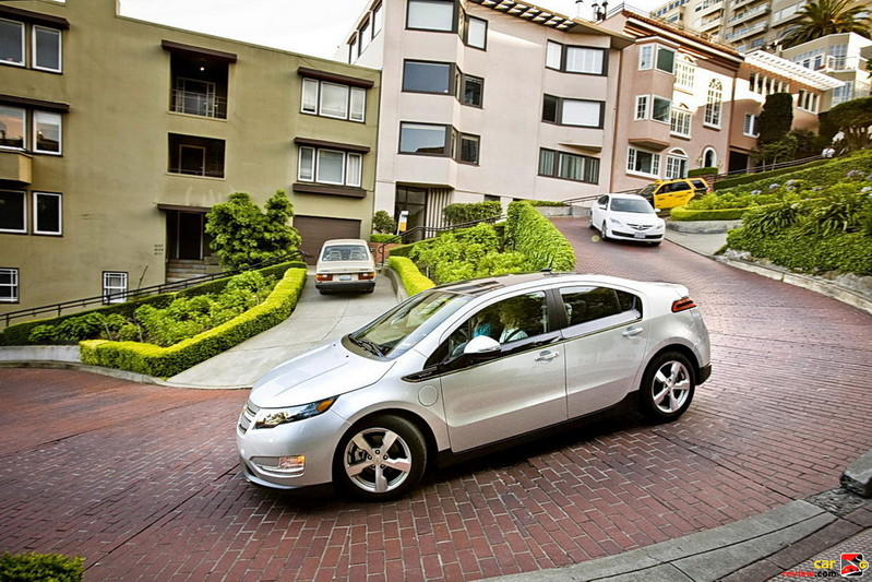 Chevrolet Volt challenging Lombard St.