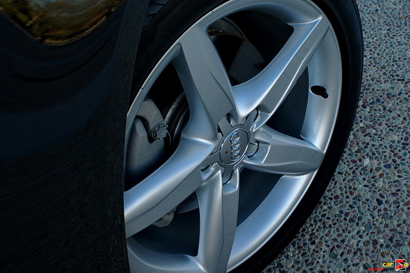 18 inch 5-spoke aluminum alloy wheels