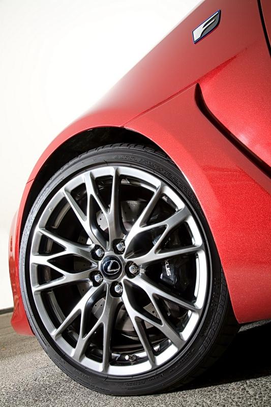 2011_Lexus_ISF_43