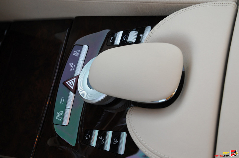Keypad dial closes and doubles as a very comfortable center hand-rest