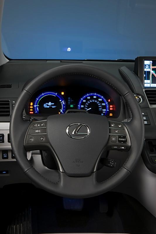 2011_Lexus_HS_250h_16