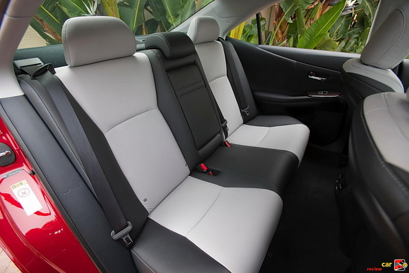 Lexus HS 250h back seats