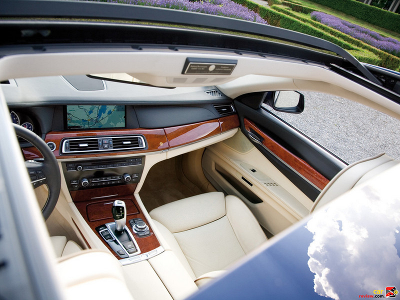 Exclusive ALPINA Myrtle Burl wood trim