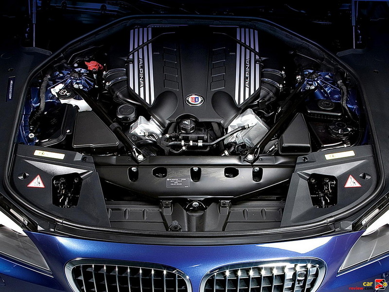 500-hp, ALPINA-tuned twin-turbocharged 4.4-liter V-8 engine