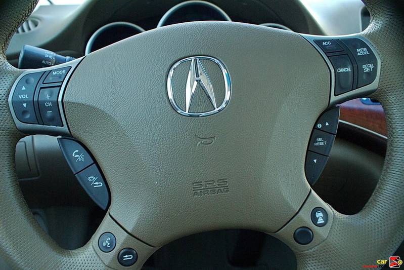 Acura RL steering wheel mounted controls