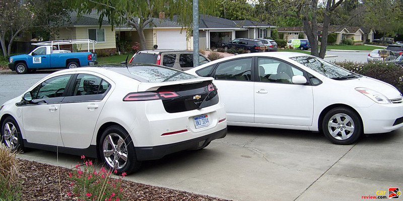 2011 Chevrolet Volt and 2005 Toyota Prius
