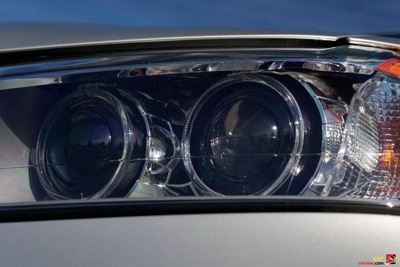 Xenon Adaptive Headlights with auto-leveling