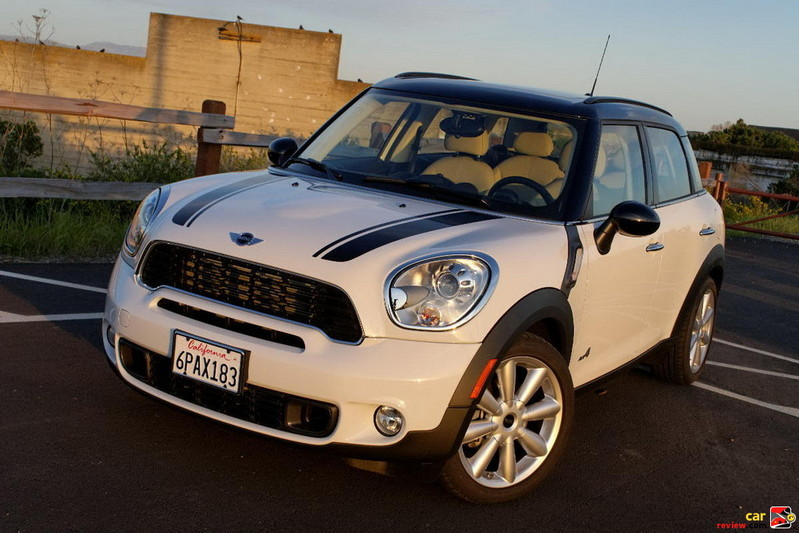 MINI Countryman has the classic bulldog stance